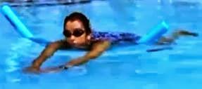 pływanie w ciąży z makaronem z przodu