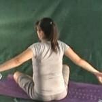 Ćwiczenie rozciągające mięśnie piersiowe i wzmacniające plecy