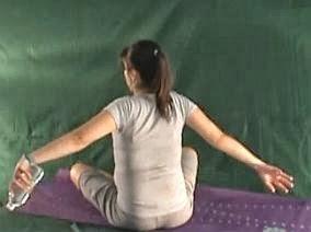 ćwiczenia w ciąży na plecy z ciężarkami