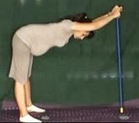 ćwiczenia w ciąży na kręgosłup z kijkiem