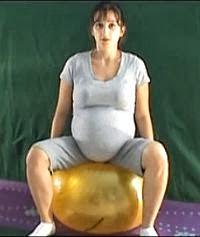 ćwiczenia równoważne w ciąży na pilce