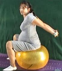 ćwiczenia w ciąży na dużej piłce