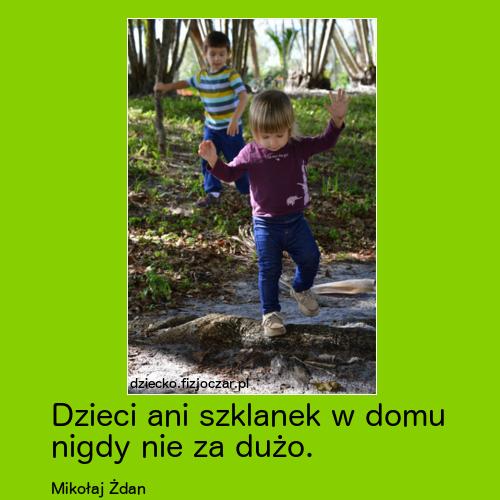 dzieci biegające