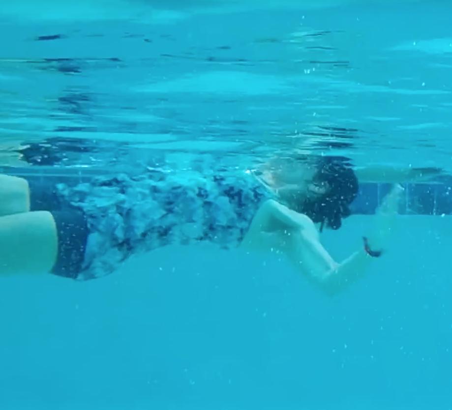 pływanie na plecach zginanie łokcia