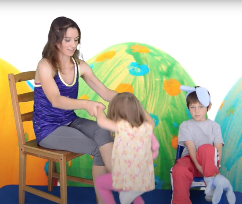 ćwiczenia z niemowlakiem na krześle