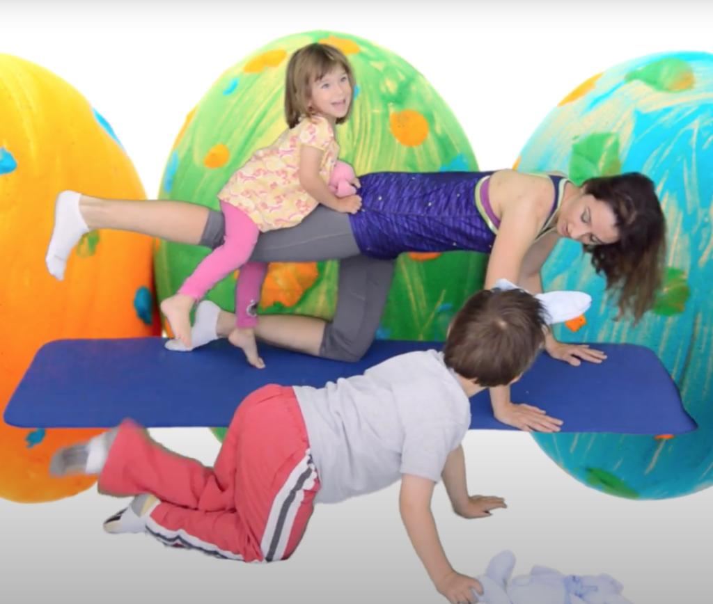 trening z dzieckiem na mięśnie uda