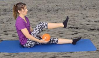 ćwiczenia z piłką nogi