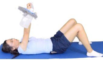 ćwiczenia na ramiona w domu